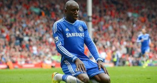 Demba Ba ang merumput di Liga Inggris - (Foto: daillymail.co.uk)
