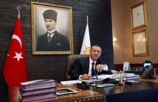 Foto Mustafa Kemal Attaturk di kantor Erdogan (pop10haber.com)