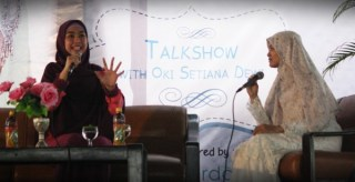 Oki Setiana Dewi saat tampil pada sebuah acara Muslimah Fun Day 2014 (ilustrasi) - (Foto: eepis-its.edu)