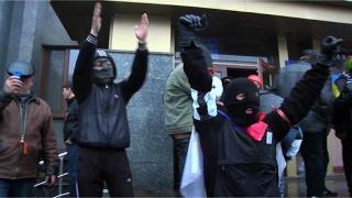 Kelompok pro-Rusia yang menduduki gedung pemerintahan di timur Ukraina (bbc.co.uk)