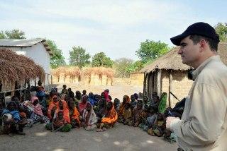 John Ging saat berkunjung ke Afrika Tengah (www.un.org)