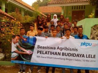 Pelatihan Budidaya Lele di Yayasan Darul Ihsandi Desa Keracak, Kecamatan Leuwiliang, Kabupaten Bogor, ahad (11/5/2014) - Foto: sbh/sn/pkpu