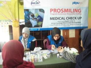 MT XL Axiata dan PKPU menggelar pelayanan kesehatan gratis di Jalan Ayat RT 02/08  Jatimakmur, Pondok Gede, Kota Bekasi. - (mz/pkpu)