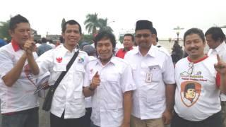 Long march KSPI dihadiri oleh pelawak Komeng dan Timses Prabowo-Hatta, Helmi.A.  (hs/ciktim)