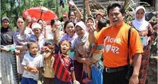 Penyaluran Paket Superqurban dan masker untuk warga di Desa Dukuh Tengah, Bojong, Tegal.   (titin/rz)