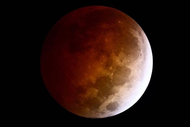 gerhana-bulan-2014-10-08-02