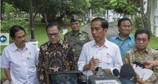 Presiden Joko Widodo didampingi Gubernur BI, Menko Perekonomian dan Ketua OJK.  (setkab.go.id)