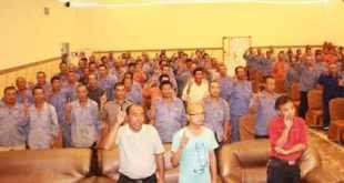 Para pekerja asal Cina yang mengucapkan syahadat masuk Islam  (islammemo.cc)