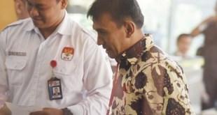 Gubernur Sumut, Gatot Pujo Nugroho  memenuhi pangiilan KPK sebagai saksi kasus dugaan suap hakim Pengadilan Tata Usaha Negara (PTUN) Medan, Rabu (22/7/15). (Akbar Nugroho Gumay/Antara)