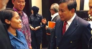 Prabowo Subianto saat bertemu dengan Wilfrida.  (https://www.facebook.com/PrabowoSubianto)
