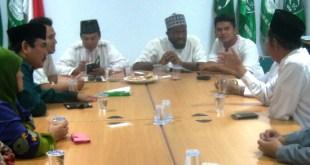 Ahmed Sabre seorang warga Muslim Amerika asal Atlanta, Georgia saat bersilaturrahim dan diskusi dengan Pengurus Besar Al Washliyah, Ahad (18/10/15) malam di Jakarta. (kabaralwasliyah)