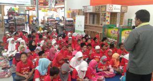 Belanja Bareng Yatim, Salah satu program IZI di Ramadhan. (nana/IZI)