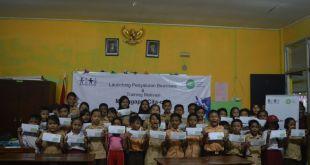 Penyaluran Dana Bantuan Pendidikan dan Pembinaan kepada siswa penerima manfaat dan orang tua siswa di  penerima manfaat berlokasi di  SDN Curug Raya, Kampung Curug, Cibinong, Bogor, Jawa Barat. (Zulfikar/Putri/IZI)