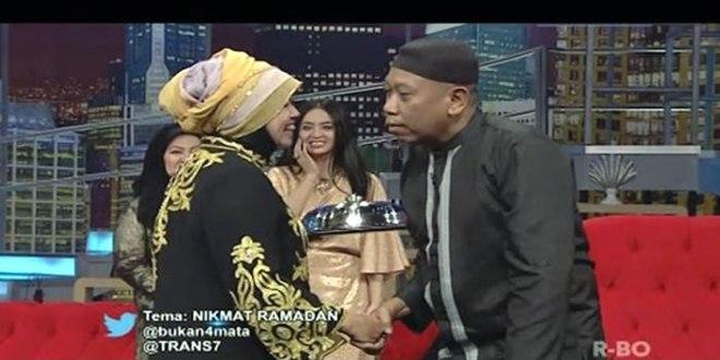 Tukul Arwana dan istrinya, Susiana dalam sebuah acara di televisi. (tribunnews.com)