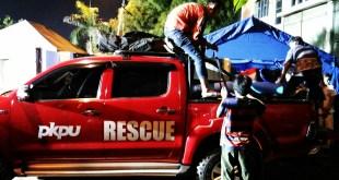 PKPU mengirimkan Tim Rescue untuk membantu korban Banjir Bandang di Garut. (Putri/PKPU)