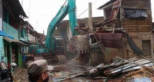 Pemprov DKI Jakarta melakukan penggusuran pemukiman waraga di Bukit Duri (suara.com)
