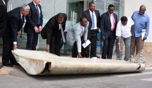 Puing bagian sayap pesawat yang ditemukan di Pulau Pemba Tanzania (iol.co.za)