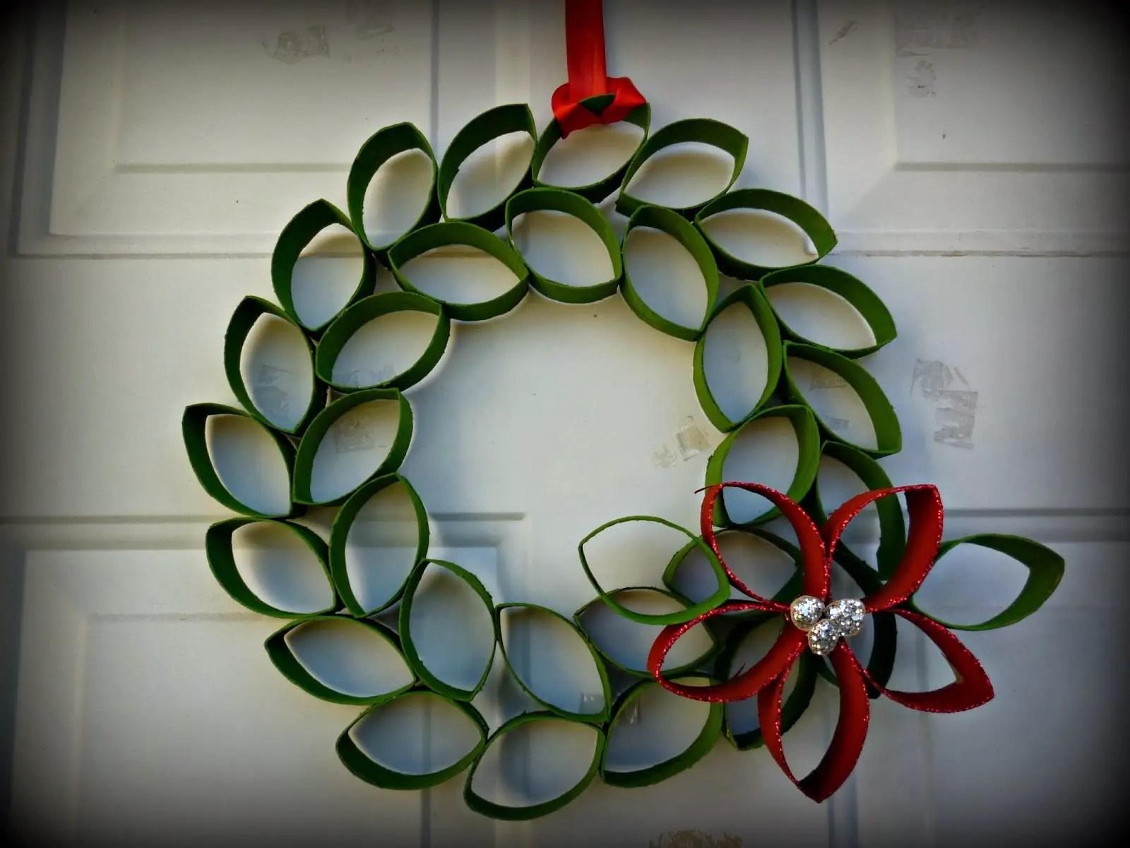 Originales coronas y decoraciones navide as con tubos de cart n - Decoraciones para navidad ...