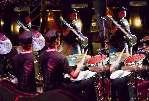 Dan_mirror_drumming