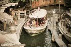 Disneyland Holiday Time - Jingle Cruise-8