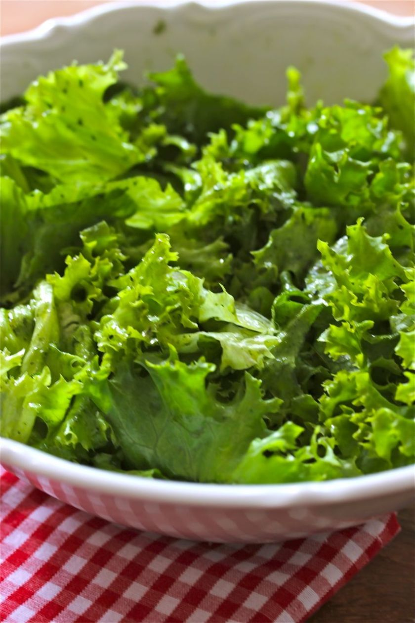 Käsespätzle-frischer-grüner-Salat-gebräunte-Zwiebeln-4