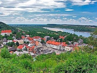 Blick auf Kazimierz Dolny vom Drei-Kreuze-Berg, Foto: Dariusz Cierpia?, CC-BY-SA-3.0-migrated
