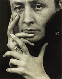 Georgia O'Keeffe, hands 1918, photo by Alfred Stieglitz