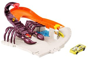 Amazon -  Buy Hot Wheels Scorpion City Track Set at Rs 2551 only