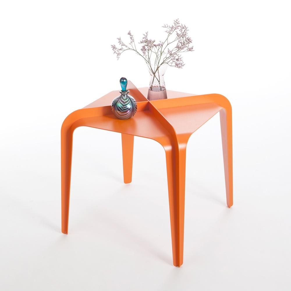 Hafucha les tables basses by gilli kuchik et ran amitai for Table basse pour studio