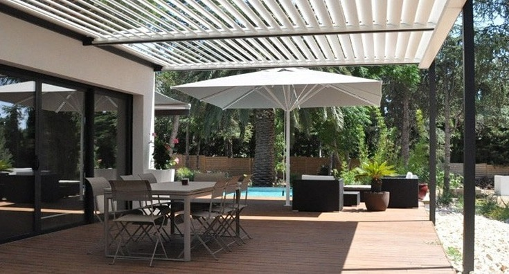 am nager sa terrasse avec des pergolas bioclimatiques. Black Bedroom Furniture Sets. Home Design Ideas