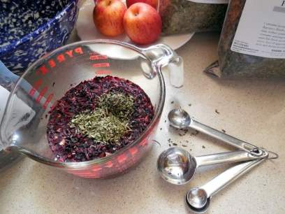 'Better Than Kool-Aid' Recipe, alternative to sugar, stevia leaf, peppermint herb, hibiscus flower,herbal tea, food dyes and hyperactivity, Artificial Color, Red 40, Blue 1, Acesulfame Potassium (aspartame), Center for Science in the Public Interest, CSPI, food dyes, carcinogenic, food research firm Corvus Blue, American Academy of Pediatricians (AAP), ADHD, ADD, attention-deficit hyperactivity disorder, attention-deficit disorder, children, drinking soft drinks, candy with red coloring, blue coloring, yellow, orange, green coloring, addictive chemicals, steeping tea leaves, dried herbs,