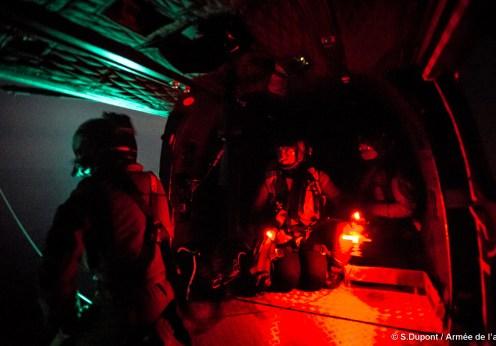 """Exercice d'hélitreuillage sur un batiment de la marine nationale et l'escadron d'hélicopère 1-44 """"Solenzara"""""""
