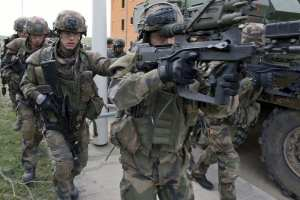 The FELIN integrated soldier modernization system undergoing operational testing in an urban environment, April 13, 2011. The French army began receiving its FELIN systems in August 2010. Safran photo