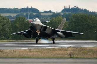 F-22 touchdown
