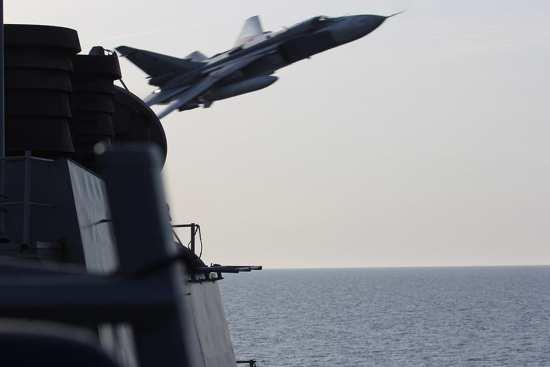 Russian Aircraft Buzz USS Donald Cook | Video