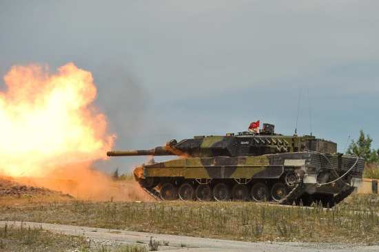 Leopard 2 Live Fire Training | Video