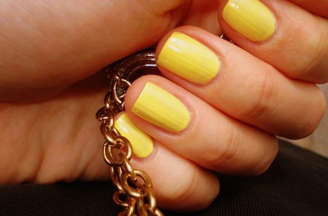 lemon w640 h427 Este verano lucimos uñas de colores