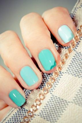 turquesa nails w640 h427 Este verano lucimos uñas de colores
