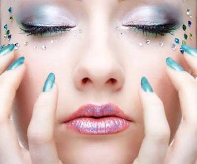Botas de agua y nail art, ¡un look muy trendy!