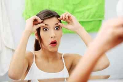Cómo evitar que el maquillaje se acumule en las líneas de expresión