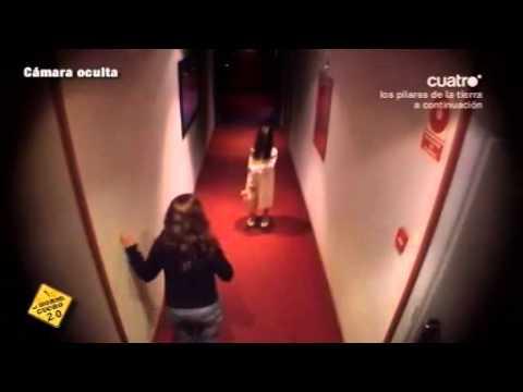 """Mädchen aus """"The Ring"""" im Hotelflur"""