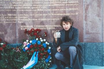 Tobias und sein Moscow Mule am Russendenkmal