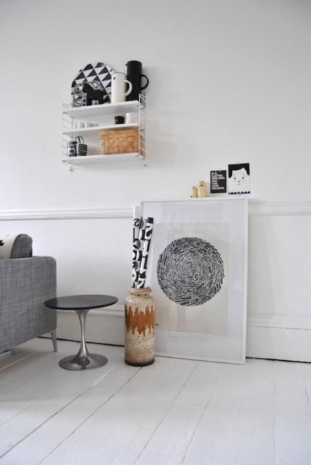 suelo blanco de madera sillas eames perchero eames pájaro eames muebles de ikea muebles de estilo nórdico muebes de diseño lámparas de diseño estilo nórdico diseño nórdico diseño escandinavo decoración nórdica decoración