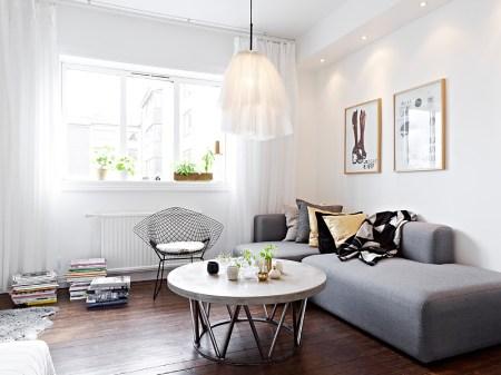 suelo de madera oscuro sofá gris sitio de almacenaje cocina sillas eames patas madera negras silla diamante metal negro nichos de obra decoración muebles de diseño nórdicos muebles de diseño lámparas de diseño decoración interiorismo estudi