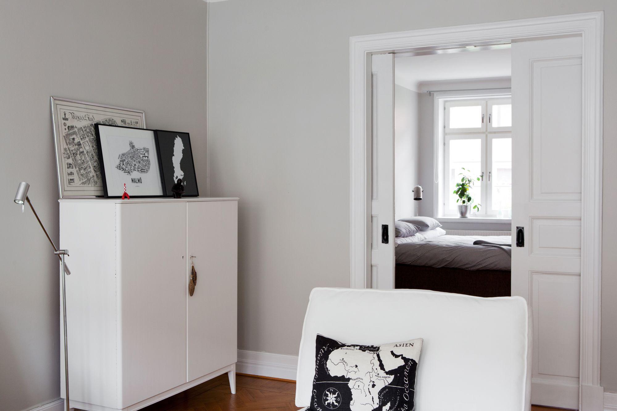Paredes grises muebles blancos suelo de madera blog for Decoracion de pisos interiores