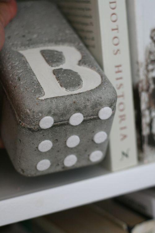 portavelas de cemento manualidades bricolaje con cemento letras y casas de cemento estilismo de interiores diy para el hogar y jardín diy deco diy con cemento decoración de interiores blog decoración interiores diy