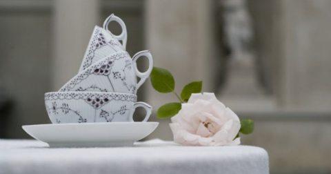 Tiendas de diseño nórdico Royal Copenhaguen (marcas danesas) porcelana de diseño musselmalet royal copenhaguen marcas porcelana diseño danés estilismo de mesas decoración de interiores accesorios diseño hogar
