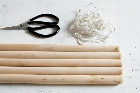 estilo nórdico escandinavo diy nórdico minimalista diy deco DIY   Perchero con palos de madera y cuero decoración hazlo tu mismo perchero bricolaje perchero madera blog estilo nórdico blog decoración interiores diy