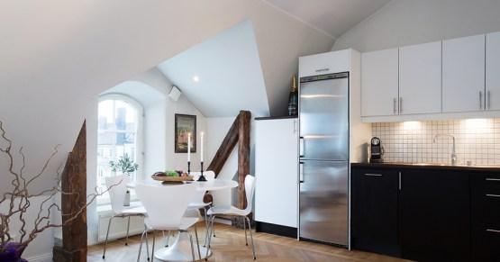 muebles de diseño estilo nórdico escandinavo distribución diáfana diseño interiores pequeños decoración cocinas pequeñas decoración áticos pequeños blog decoracion interiores Ático con vigas de madera y ventanas en arco