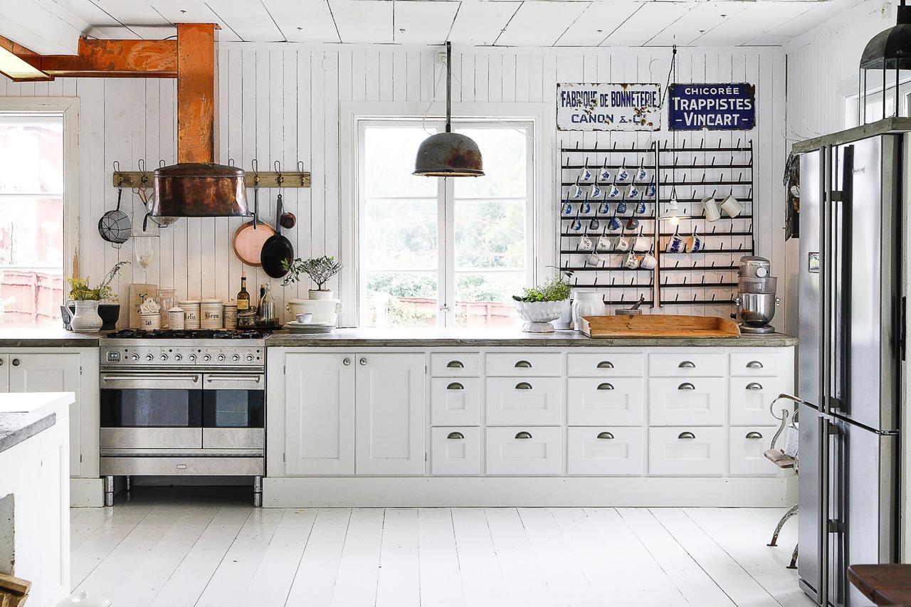 igual de bien estara la cocina como la zona de comedor rodeada de ventanas y madera blanca disfrutad feliz martes
